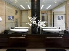 Неживые цветы в ванной