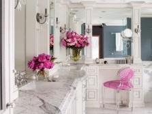 Красивые цветы в ванной комнате