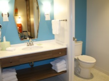 Один стиль в оформление раздельных комнат ванной и туалета