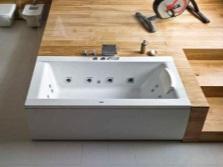 Прямоугольная ванна в ванной