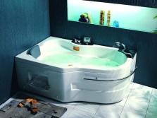 Угловая ванна необычной формы