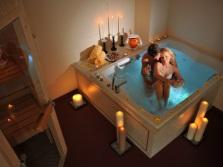 Гидромассажная ванна со свечами