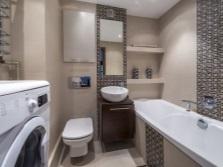 Интерьер маленькой ванной комнаты со стиральной машикой
