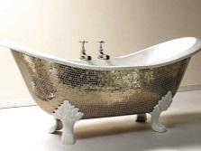 Оригинальная чугунная ванна с зеркальной мозаикой
