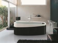 Jacuzzi - ванна в комнате