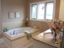 Уютная небольшая ванная комната