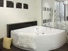 Угловая гидромассажная ванна Apollo