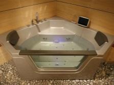 Многоугольная ванна от китайского бренда Apollo