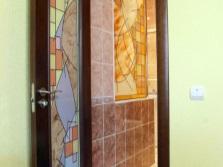 Витражное стекло в оформлении дверей