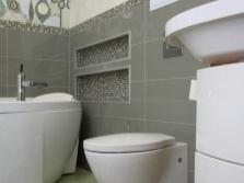 Сочетание серого и зеленого цветов в ванной комнате