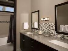 Серо-коричневая ванная комната