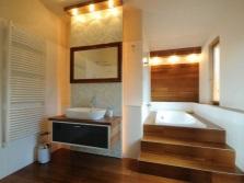 Ванная комната с подиумом для ванны