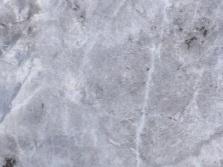 Стены ванной облицованные самоклеющейся пленкой