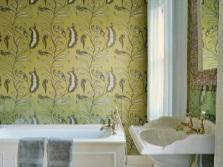 Облицовка ванной цветными обоями
