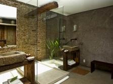 Эко-стиль в просторной ванной