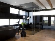 Большая ванная с окнами