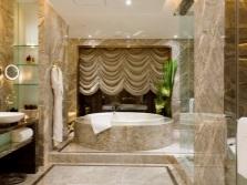 Большая уютная ванная комната