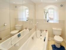 Зеркальные стены для маленькой ванны