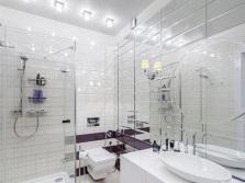 Увеличение маленькой ванны с помощью зеркал