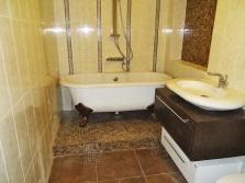 Керамогранит на стенах ванной