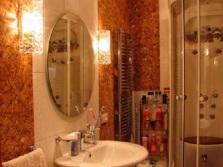 Ванная комната обшитая пробкой