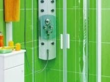 Душевая кабина с гидромассажной панелью в маленькой ванной