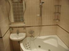 Небольшие раковины в маленькой ванной комнате