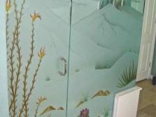 Стеклянная перегородка в ванной с рисунком