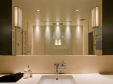 Неброская подсветка ванной комнаты