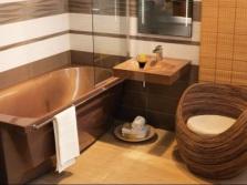 Бежевая акриловая ванна в интерьере