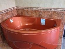 Ванна кирпичного цвета