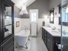 Черная мебель для серо-белой ванны