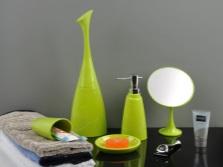 Яркие и сочные акценты для серой ванной комнаты