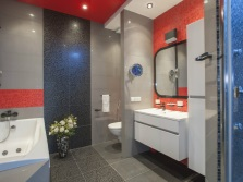 Серо-красная ванная
