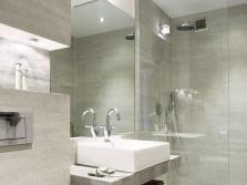 Благородная серая отделка для ванных
