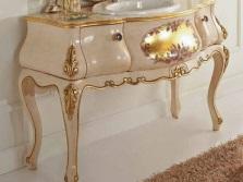 Столики для ванной с позолотой