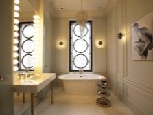 Столик как украшение в ванной комнате