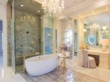Большая ванная с туалетным столиком