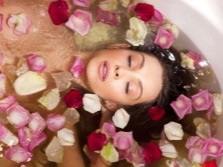 Процедуры в ванне с розами