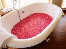 Красивая ванна с розами
