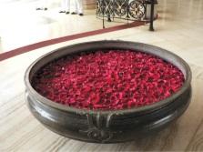 Большая ванна с розами