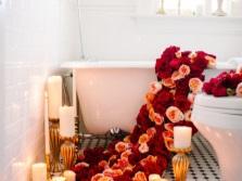 Ванна и розы