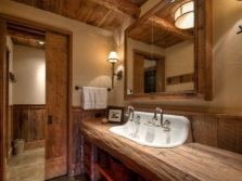 Мебель в ванной в стиле кантри