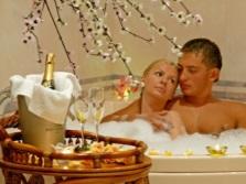 Свечи в пенной ванне