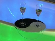 Ванна на двоих с подставкой под бокалы вина