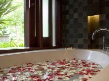 Ванна для двоих в овальной формы