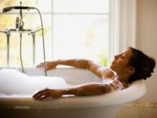 Расслабляющая ванна с эфирными маслами