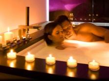 Эротическая ванна с эфирными маслами - двое
