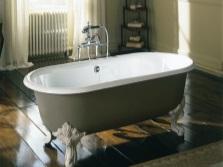 Ванна чугунная на лапах