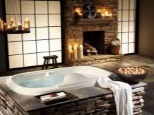 Встраиваемая ванна с интересной отделкой